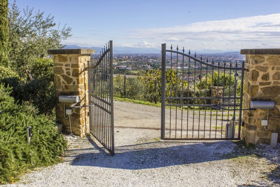 Wooden and metal gates what are the differences - TPS Industrial